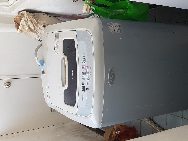 삼성세탁기10kg)삼성냉장고230) 만도김치냉장고)  아직 잘 쓰고있어요