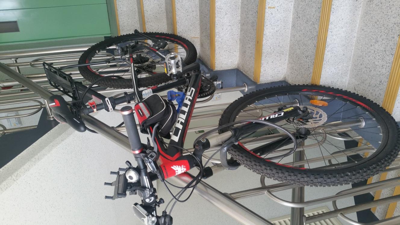 자전거팔아요  사놓고 못타게 돼서 내놓습니다   몇번 안타고    거의 새것과 같은  자전거  55만원주고  삿어요