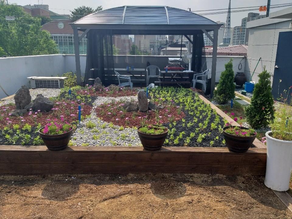 옥상  정원 및 텃밭 (바베큐)  가꾸기