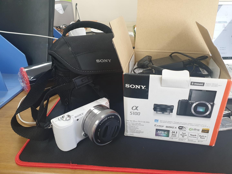 소니미러리스 a5100 카메라팝니다. 디카