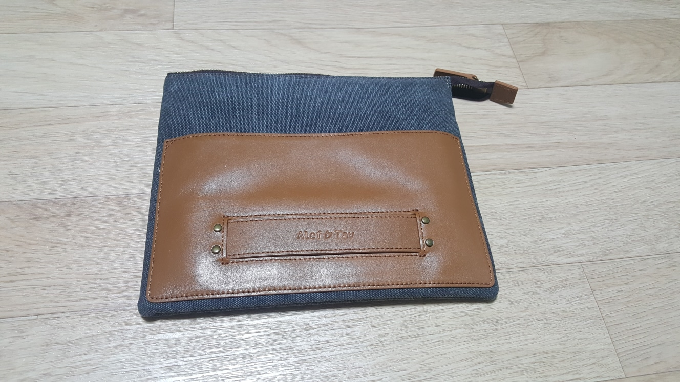 [Alef & Tav] Handy iPad Clutch 팝니다.